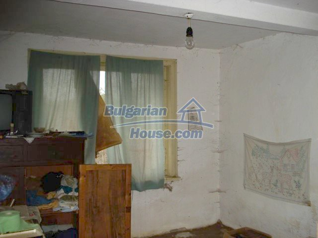 5822:5 - A solid-build brick bulgarian house in decent condition