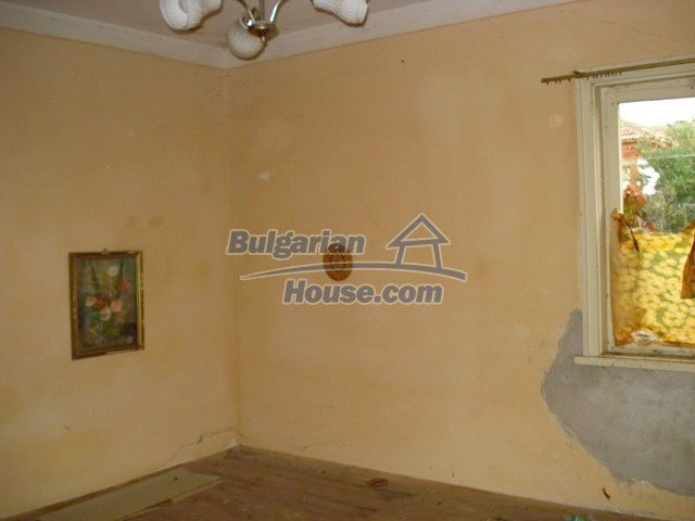 5822:6 - A solid-build brick bulgarian house in decent condition
