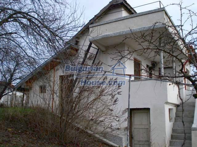 5831:1 - A solid built two storey house for sale in Bulgarian region