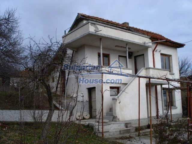 5831:2 - A solid built two storey house for sale in Bulgarian region