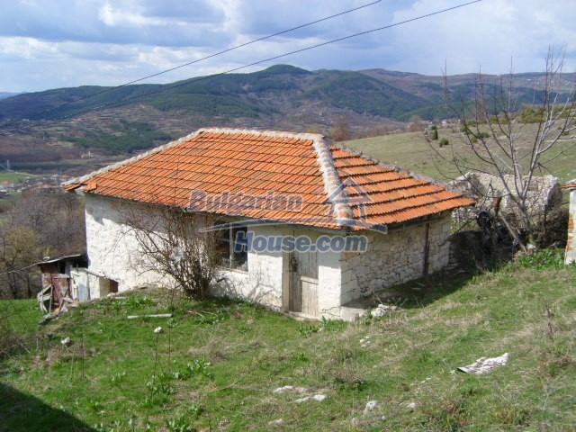 5858:4 - Two bulgarian houses in a peaceful area with river and mountain