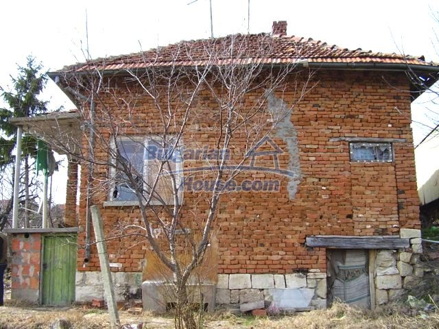 5906:1 - Rural brick bulgarian house 20 km away from the town of Pleven