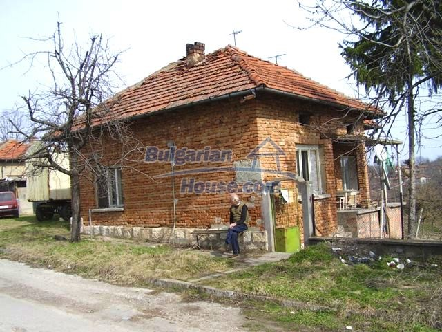 5906:2 - Rural brick bulgarian house 20 km away from the town of Pleven