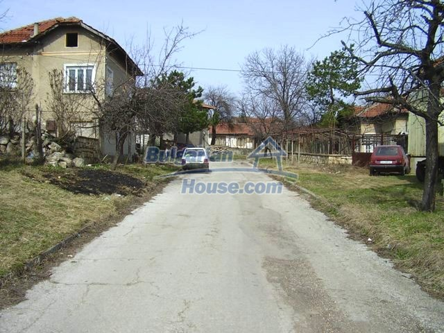 5906:3 - Rural brick bulgarian house 20 km away from the town of Pleven