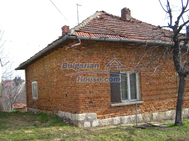 5906:4 - Rural brick bulgarian house 20 km away from the town of Pleven