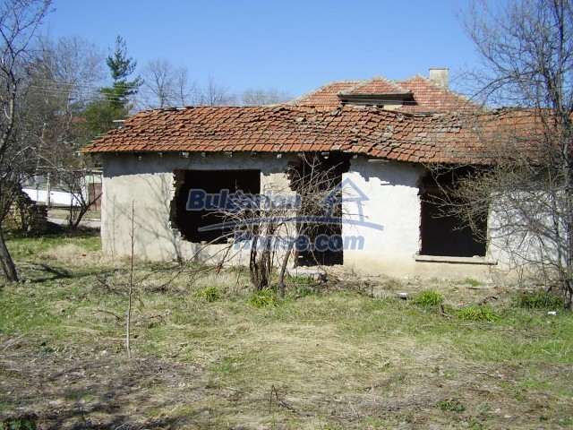 5972:1 - We offer a Bulgarian property with a huge yard