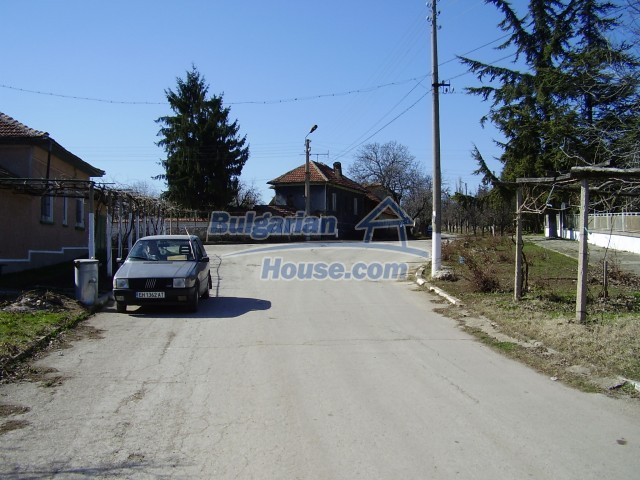 5972:2 - We offer a Bulgarian property with a huge yard