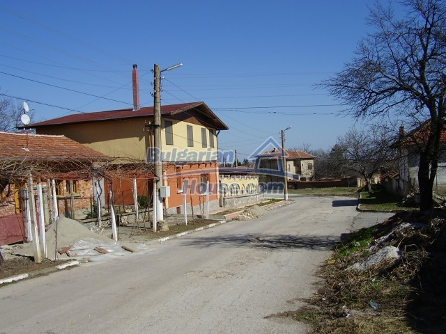 5972:3 - We offer a Bulgarian property with a huge yard