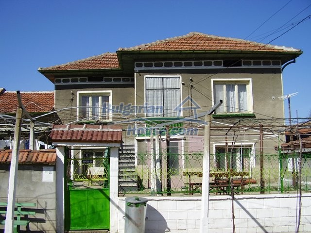 5999:1 - Two storey bulgarian house in Pleven region-an offer which you c