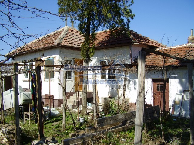 6005:1 - One storey rural bulgarian house in a good condition for sale