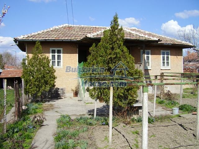 6056:2 - Cheap old authentic bulgarian house in Pleven region