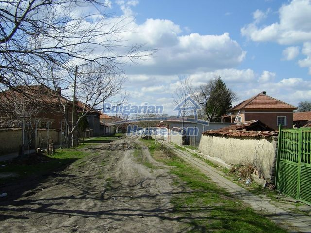 6056:3 - Cheap old authentic bulgarian house in Pleven region