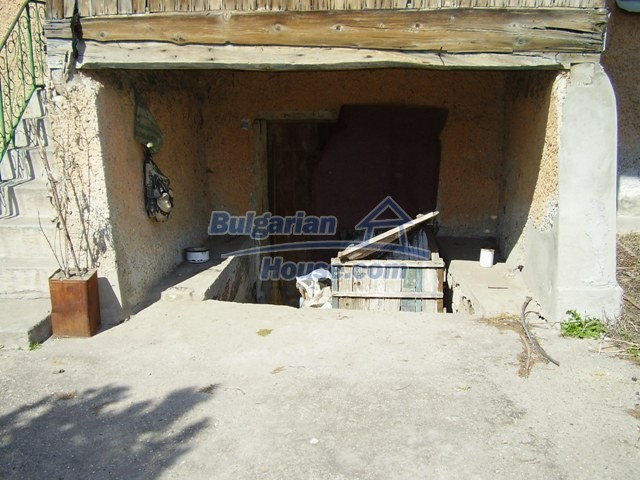 6056:5 - Cheap old authentic bulgarian house in Pleven region