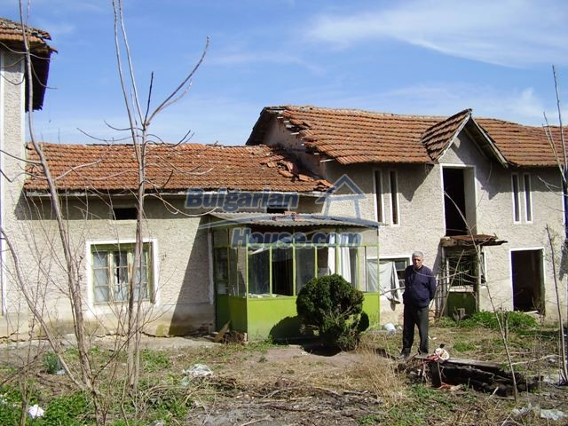 6083:1 - Invest in two storey bulgarian house near Pleven