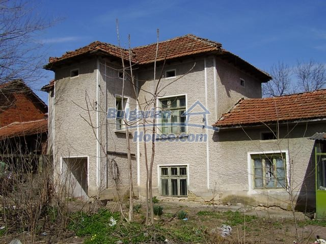6083:2 - Invest in two storey bulgarian house near Pleven