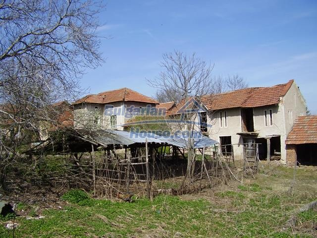 6083:4 - Invest in two storey bulgarian house near Pleven
