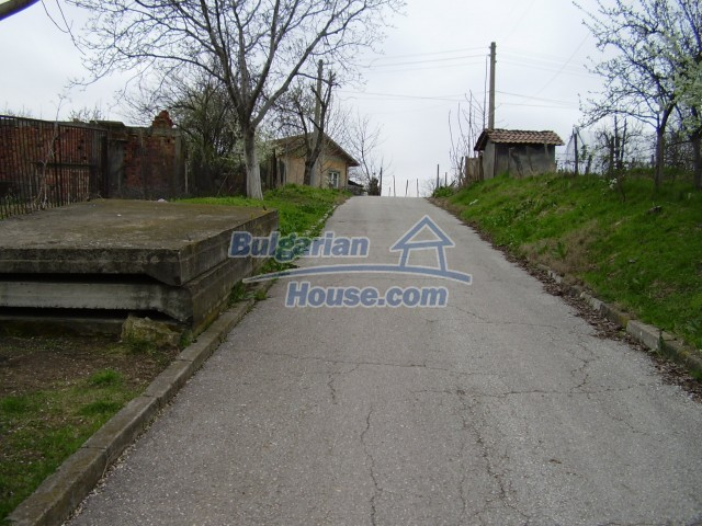 6113:3 - Piece of bulgarian land in a village near Pleven region