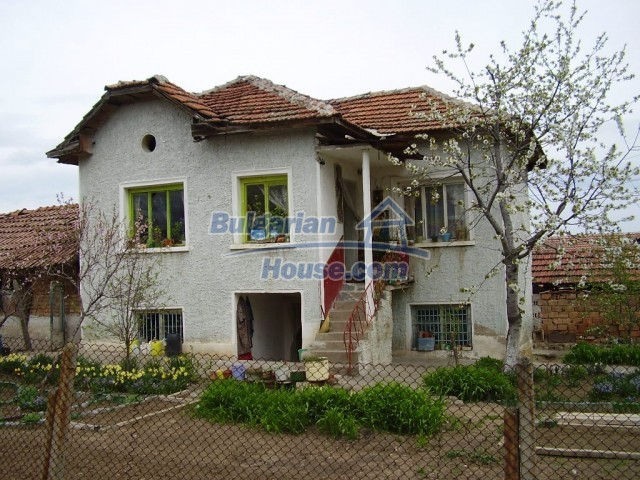 6131:1 - We sale a two - storey Bulgarian property near Pleven