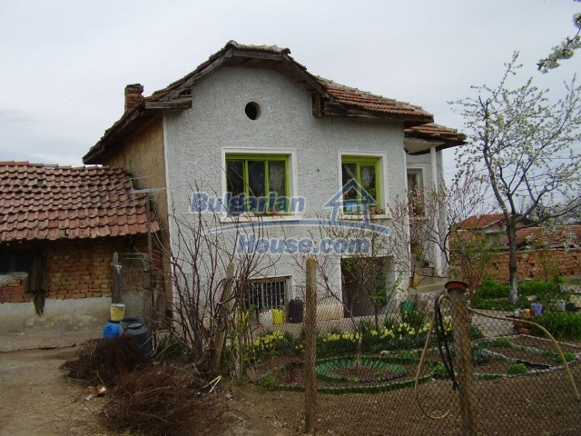 6131:2 - We sale a two - storey Bulgarian property near Pleven