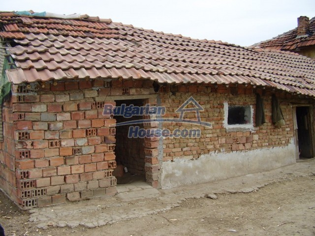 6131:5 - We sale a two - storey Bulgarian property near Pleven
