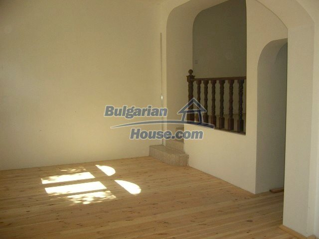 6192:8 - Property bulgarian house very close to the regional centre Velik