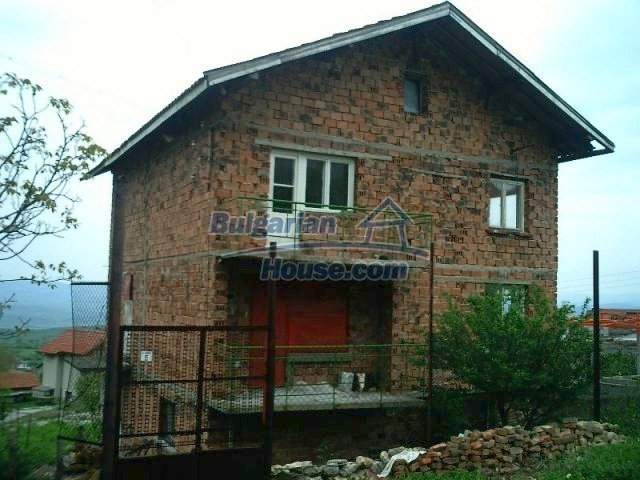 6411:1 - Solid built three storey Bulgarian house