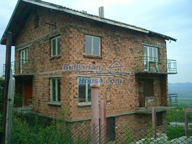 6411:2 - Solid built three storey Bulgarian house