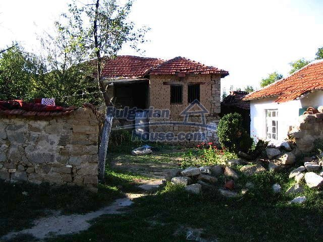 6723:2 - Two bulgarian houses for sale close to a river