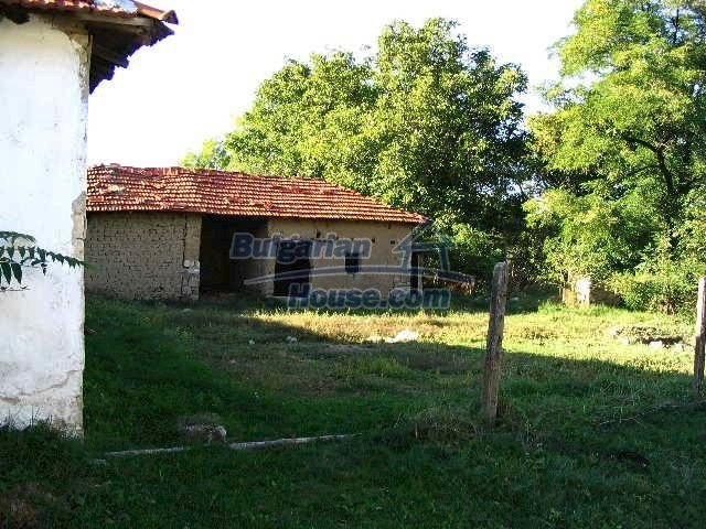 6723:3 - Two bulgarian houses for sale close to a river