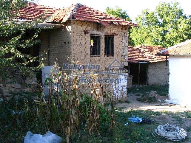 6723:5 - Two bulgarian houses for sale close to a river