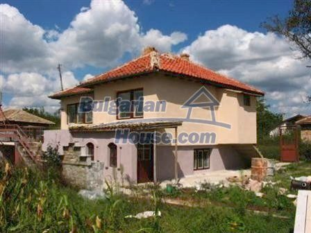 6810:2 - Brick built up bulgarian house in very good condition near the s