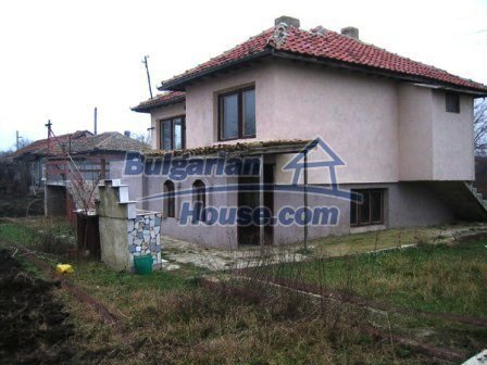 6810:3 - Brick built up bulgarian house in very good condition near the s