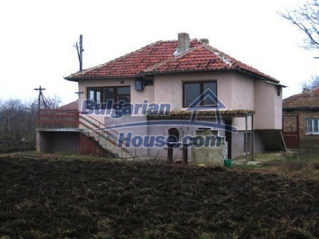 6810:4 - Brick built up bulgarian house in very good condition near the s