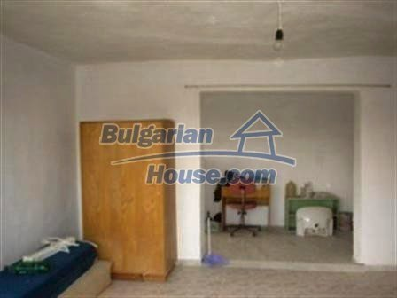 6810:6 - Brick built up bulgarian house in very good condition near the s