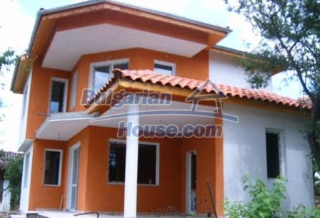 6882:1 - Sunny and bright two storey bulgarian house situated near the se