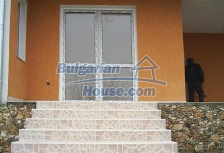 6882:3 - Sunny and bright two storey bulgarian house situated near the se