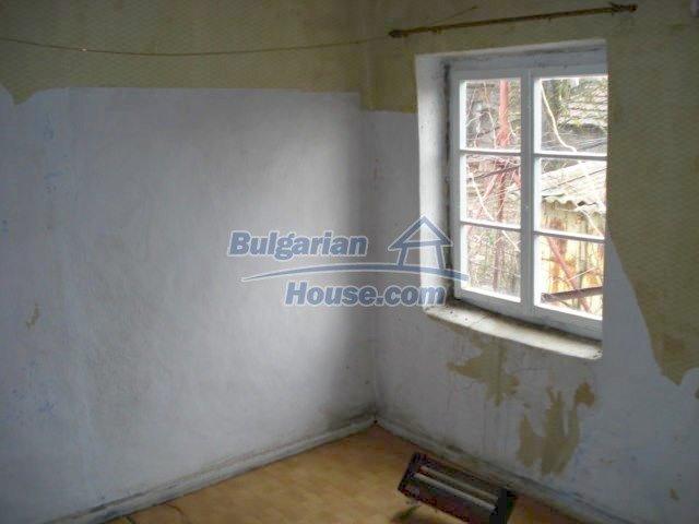 7065:7 - Brick built house for sale in Bulgarian countryside