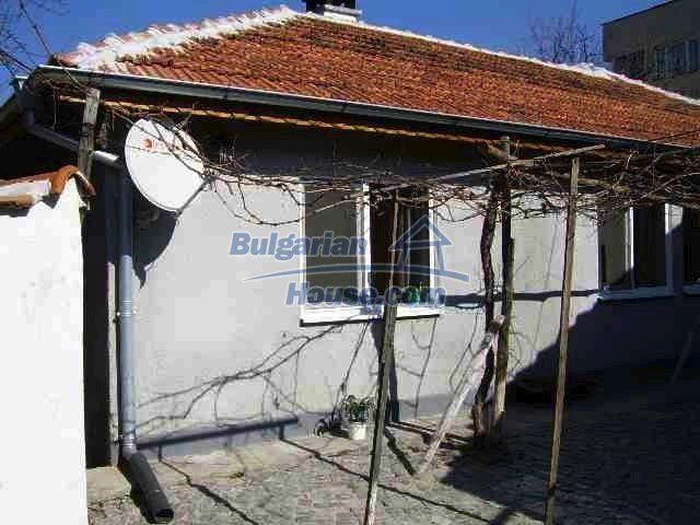 7131:2 - House in very good condition located in town of Elhovo