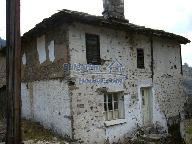 7134:1 - Bulgarian old house in beautiful mountain village