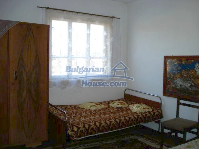 7185:8 - One storey brick built bulgarian house in Elhovo region