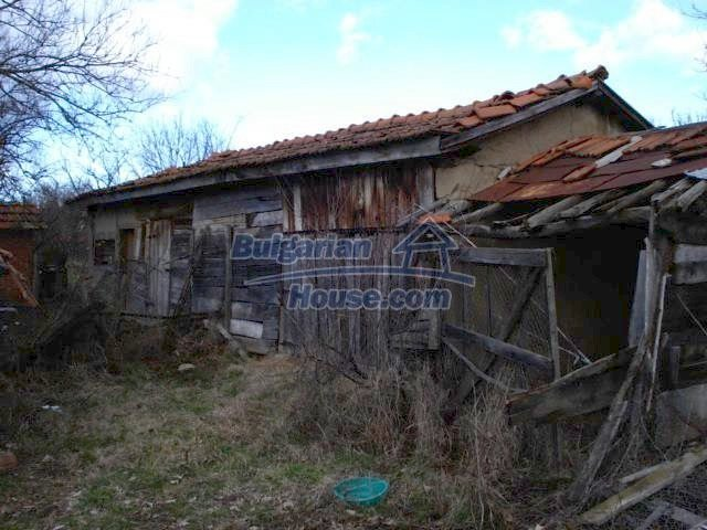 7209:12 - Cozy one storey brick built up bulgarian house in a hour driving