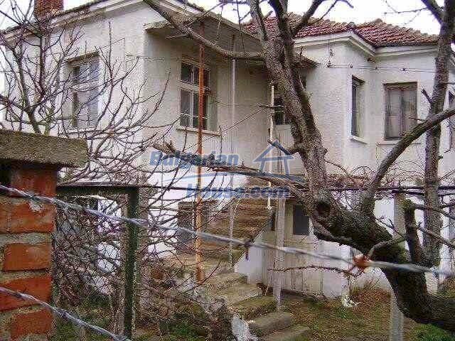 7677:1 - Two storey bulgarian property located in the outskirts of villag