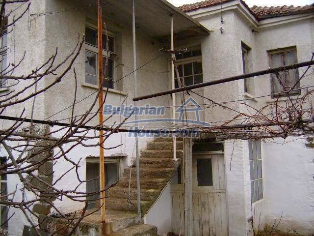 7677:4 - Two storey bulgarian property located in the outskirts of villag