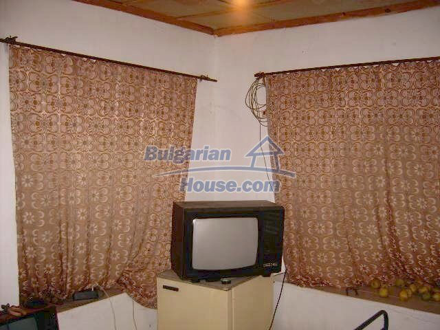 7677:5 - Two storey bulgarian property located in the outskirts of villag