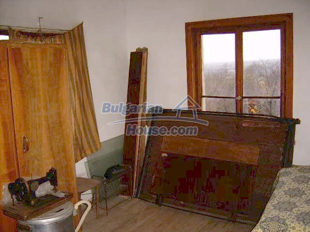 7677:7 - Two storey bulgarian property located in the outskirts of villag