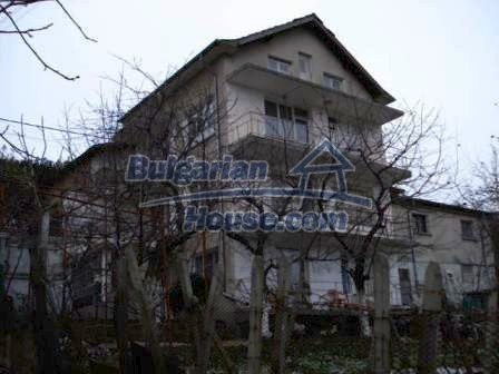 7686:2 - Comfortable three storey bulgarian house for sale  in region of