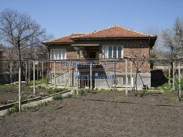 7689:1 - Rural Bulgarian house just 3km away from the town of Stara Zagor