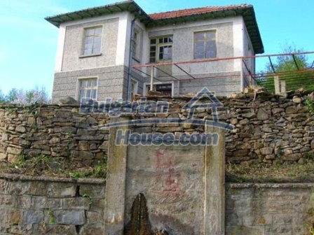 8238:1 - Bulgarian house in mountain area
