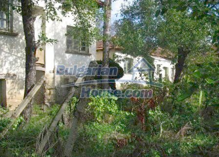 8307:3 - Cheap bulgarian house for sale with huge yard
