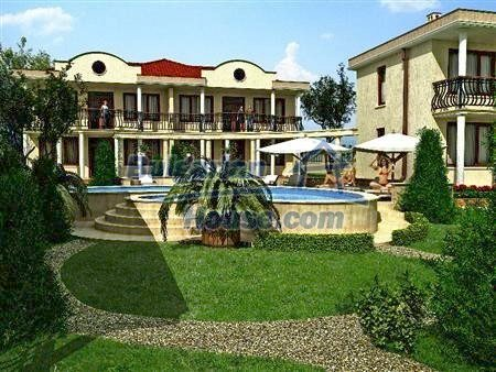 8346:1 - Holiday village- bulgarian houses for sale just 300m away from t